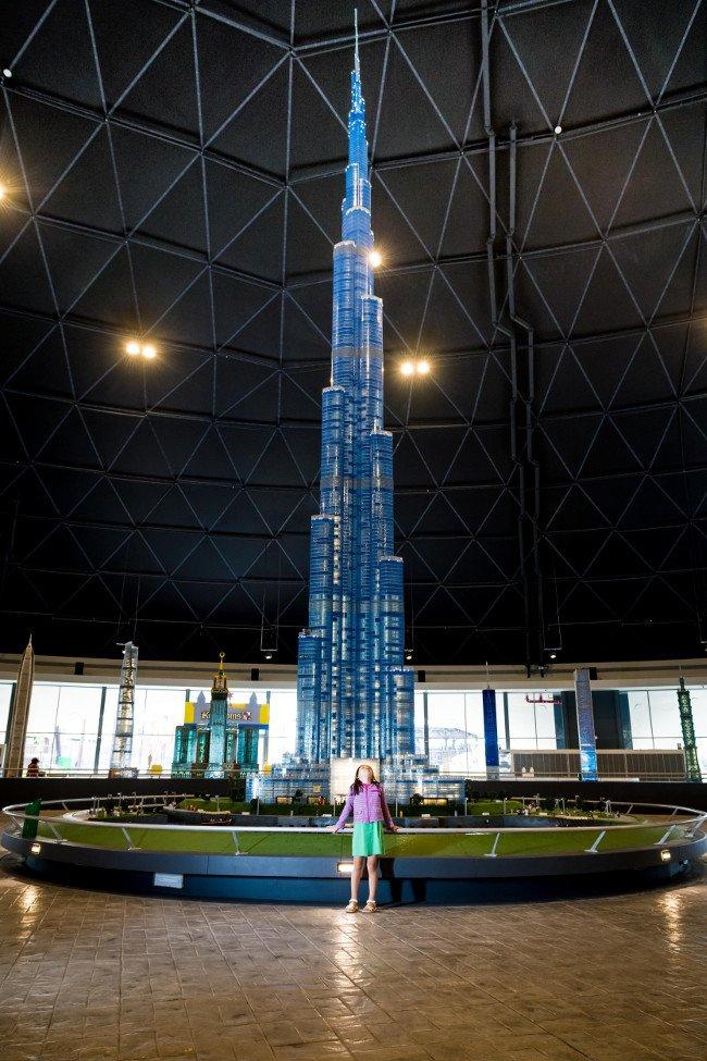 Najwyższa budowla z klocków lego to Bujh Kalifa.