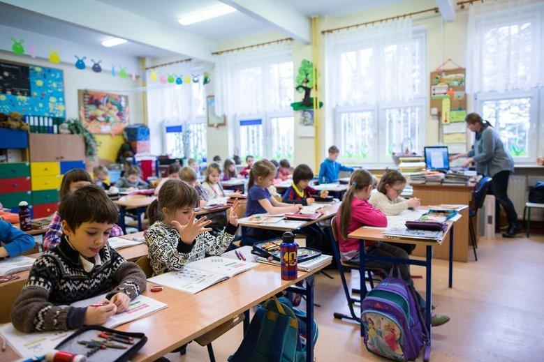 Badania NASA dowodzą, że to szkoła okrada dzieci z kreatywności.