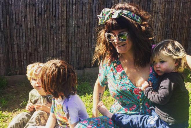 Constance Hall z dziećmi.
