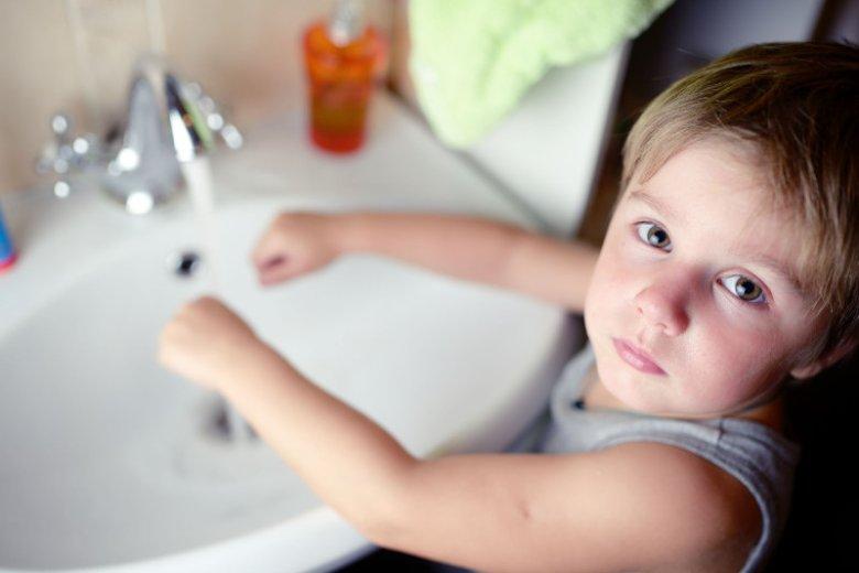 W każdej łazience dostępne są środki do prania, ważne jest, by były odpowiednio zabezpieczone w miejscach niedostępnych dla dzieci.