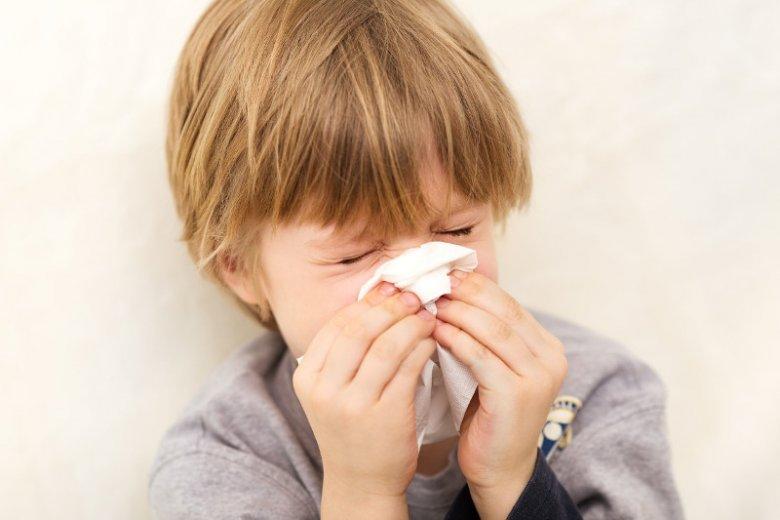 Następstwem kataru bakteryjnego i wirusowego mogą być więc takie schorzenia jak zapalenie spojówek, gardła, ucha środkowego, zatok przynosowych, krtani, tchawicy, oskrzeli, oskrzelików, a nawet płuc