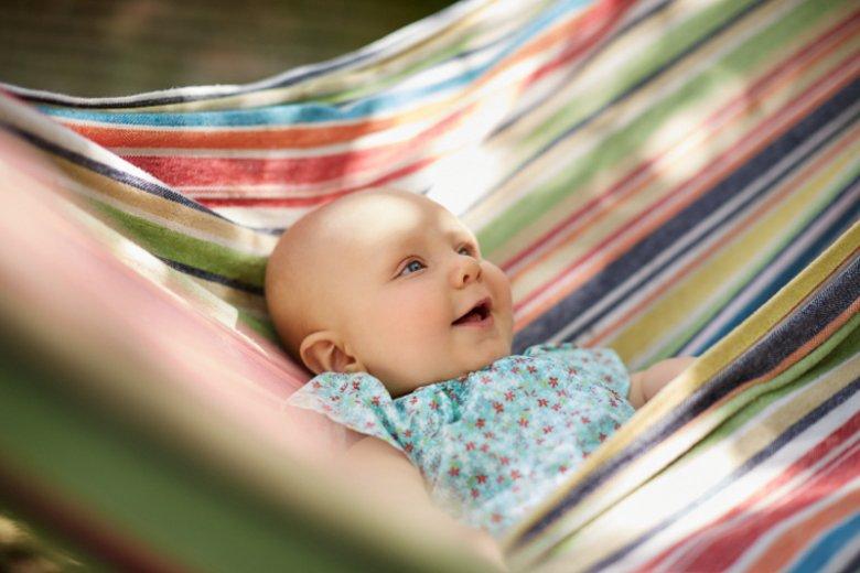 Zabranie noworodka w podróż to niekoniecznie ryzykowny krok. Klucz leży w przygotowaniach do takiego wyjazdu.