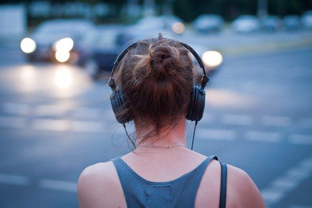 Słuchamy muzyki dla pobudzenia, relaksu, wyciszenia, a także by wspomagać myślenie.