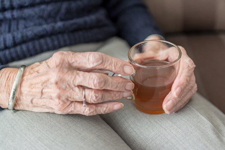 Czy wnuk ma obowiązek odwiedzać babcię i dziadka?