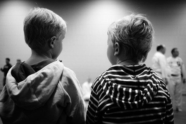 Fot. Pixabay / [url=https://pixabay.com/pl/ch%C5%82opc%C3%B3w-dla-dzieci-dzieci%C5%84stwo-932364/]tookapic[/url] / [url=https://pixabay.com/service/terms/#usage]CC0 Public Domain[/url]