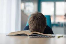 Nauczyciel matematyki postawił uczniom szóstki za... spanie na lekcji!