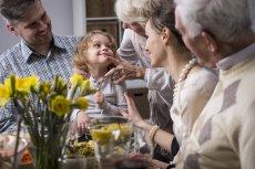 Jak ubrać dziecko na Wielkanoc, aby uświetnić tą specjalną okazję, nie popadając przy tym w przesadę. W kolekcji odzieżowej ENDO rodzice powinni znaleźć w sam raz coś odpowiedniego dla swoich pociech