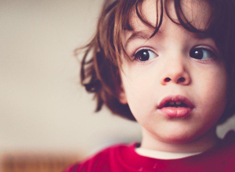 Dzieciom, u których występują objawy niepłynności w mówieniu potrzeba specjalistycznej pomocy i podjęcia jak najwcześniej terapii logopedycznej.