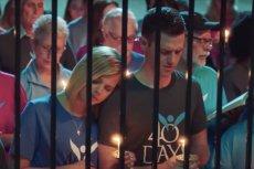 Zdaniem bohaterów filmu modlitwa ma przepędzać 75 proc. kobiet spod kliniki aborcyjnej