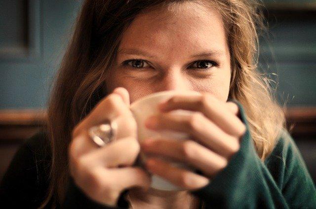 [url=http://pixabay.com/pl/dziewczyna-kobieta-u%C5%9Bmiech-690614/]Pixabay[/url] / [url=http://pixabay.com/pl/dziewczyna-kobieta-u%C5%9Bmiech-690614/]CC O[/url] Czasami jedynym wyjściem jest kawa... lub pranie
