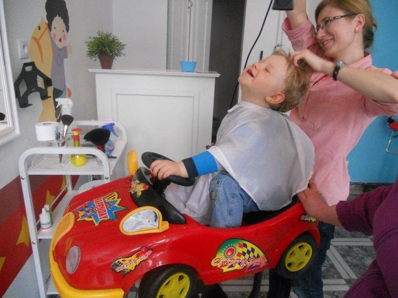 Odpowiednie akcesoria w salonie fryzjerskim zwiększają prawdopodobieństwo tego, że wizyta w nim zakończy się sukcesem.