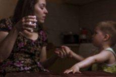 Styl wychowania ma wpływ na to, kiedy dziecko sięgnie po alkohol
