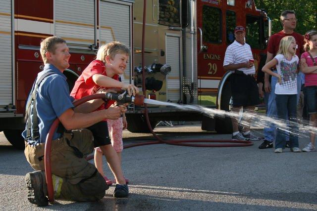 Bezpiecznego zachowania w czasie pożaru trzeba uczyć od dziecka