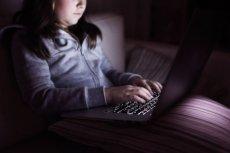 Rodzice muszą rozmawiać z dziećmi o bezpieczeństwie w sieci
