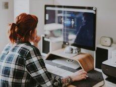 Do matury możesz się przygotować, siedząc przy komputerze, sprawdź 8 kanałów na Youtubie, które ci w tym pomogą.