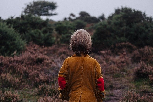 Fot. Pixabay/ [url=https://pixabay.com/en/child-kid-person-outdoors-nature-984041/]Unsplash[/url] / [url=https://pixabay.com/en/service/terms/#usage]CC0 Public Domain[/url]