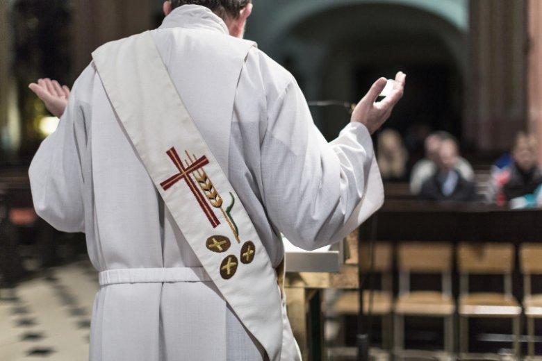 Walka w parafii o zaświadczenie do komunii.