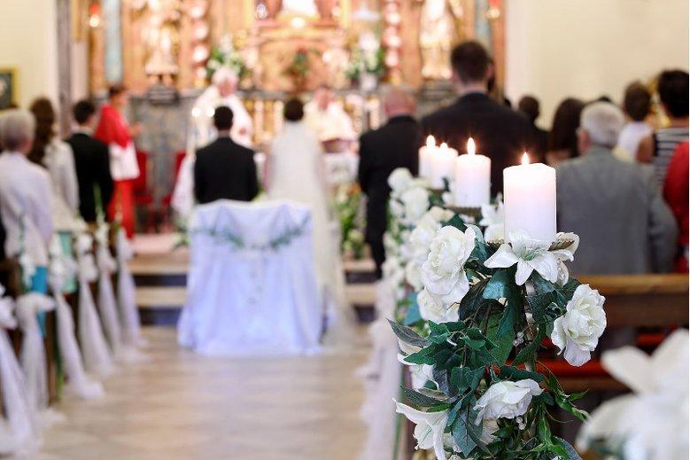 Po ślubie możesz wybrać - przyjąć nazwisko męża, pozostać przy swoim czy nosić dwa
