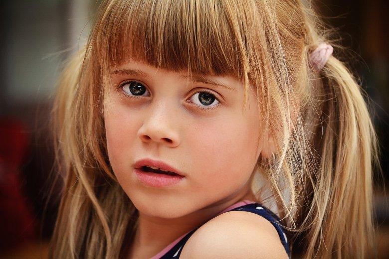 Fot. Pixabay/[url=https://pixabay.com/pl/osoby-cz%C5%82owiek-dziecko-dziewczyna-822420/]Pezibear[/url] / [url=  http://pixabay.com/pl/service/terms/#download_terms]CC O[/url]