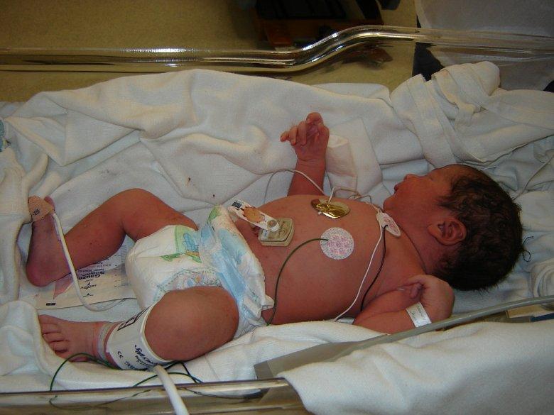 Fot. Pixabay  / [url=http://pixabay.com/pl/bebe-szpital-lekarz-internatem-bebe-616418/]graphweb[/url] / [url=http://pixabay.com/pl/service/terms/#download_terms]CC O[/url] Są dzieci, które w szpitalu spędzają swoje życie, bez rodziców.