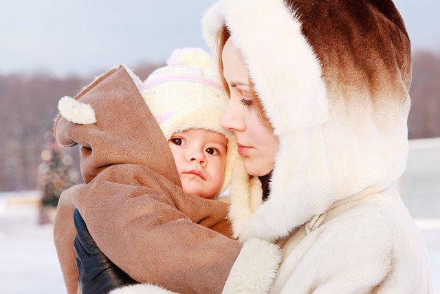 Czy z dzieckiem mającym kaszel można iść na dwór?