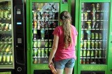 Sprzedaż słodyczy w szkołach - rodzice walczą, by zniknął automat z batonami