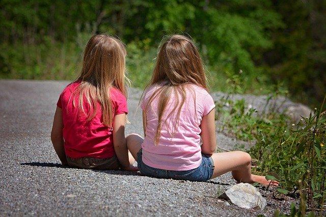 Fot. Pixabay/ [url=http://pixabay.com/pl/ludzi-dzieci-dziewczyna-blond-770832/]Pezibear[/url] / [url= http://pixabay.com/pl/service/terms/#download_terms]CC O[/url] Bądź szczerym ze swoim dzieckiem, wtedy się nie odwróci do ciebie.