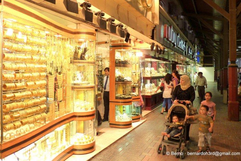 Złoty Suk to najpopularniejszy bazar w Dubaju, którego specjalnością są wszelkie wyroby ze złota