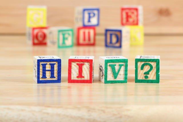 W Polsce nosicielstwo wirusa HIV zdiagnozowano u ponad stu dzieci.
