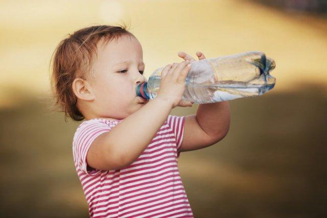 Mineralna czy źródlana - jaką wodę wybrać?