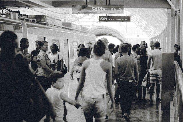 Fot. Pixabay/[url=http://pixabay.com/pl/dworzec-kolejowy-transportu-ludzie-691176/]Unsplash  [/url] / [url=http://bit.ly/CC0-PD]CC0 Public Domain[/url]