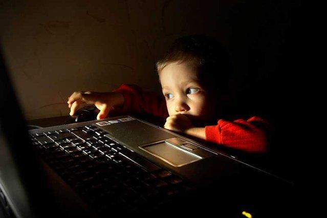 """""""Dzieci sieci"""" nie radzą sobie z wyszukiwaniem i analizowaniem informacji."""