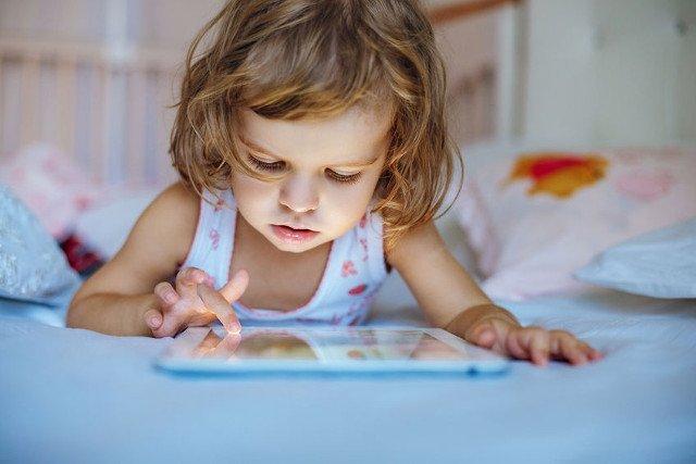 WHO: nowe wytyczne czasu ekranowego dla dzieci do 5. roku życia