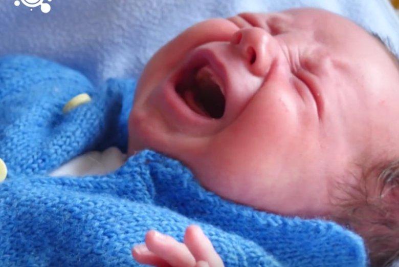 Wypłakiwanie się dziecka – czy to skuteczna metoda.