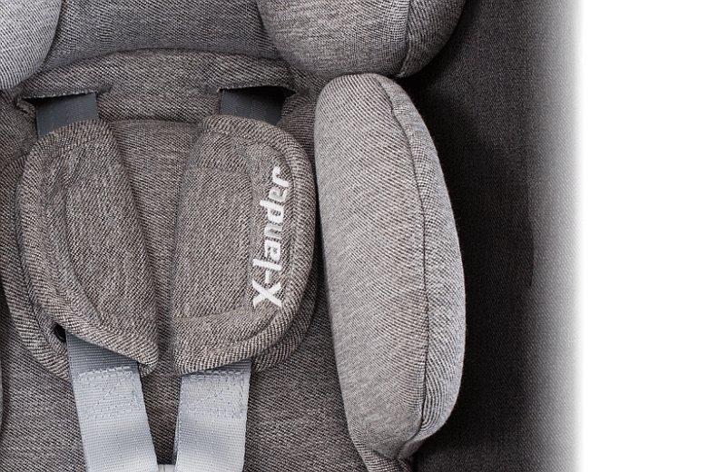 Dołączona do fotelika X-Car ochrona boczna SIP zapewnia dodatkową ochronę głowy, bioder i barków malucha w razie uderzenia bocznego