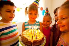 Czy na urodziny dziecka trzeba zapraszać całą klasę?