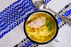 Nie wyrzucaj mięsa i warzyw z ugotowanego rosołu, możesz je wykorzystać do zrobienia kilku obiadów!