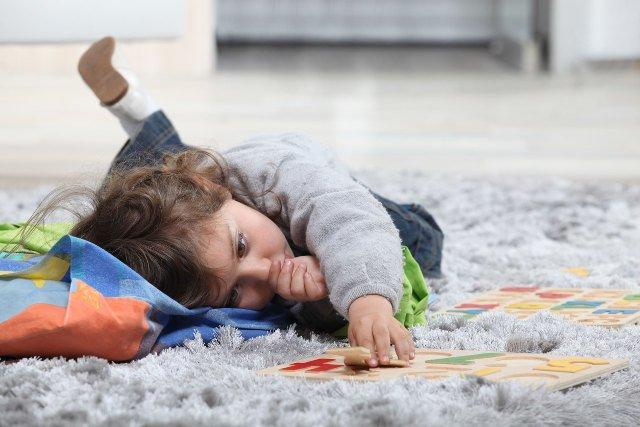 Zarażone owsicą dzieci odsypiają zarwane noce w dzień