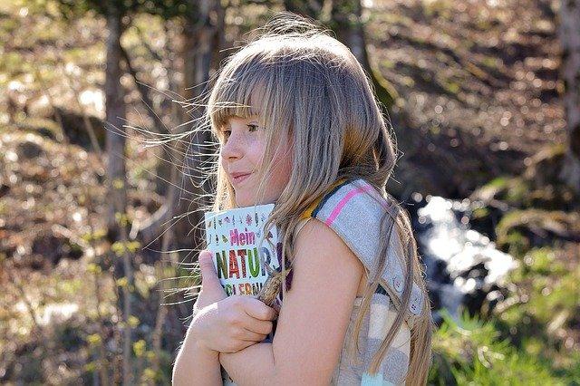 Fot. Pixabay/[url=http://pixabay.com/pl/cz%C5%82owiek-dziecko-dziewczyna-twarz-732254/]Pezibear[/url] / [url=http://bit.ly/CC0-PD]CC0 Public Domain[/url]