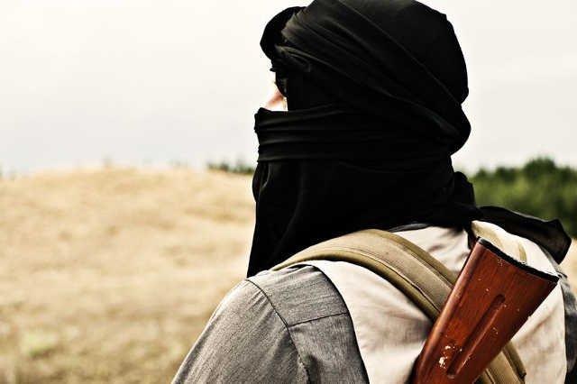 Ojciec oskarżony o zmuszanie dzieci do dżihadu