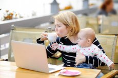 Łączysz pracę zdalną z opieką nad dziećmi? Psycholog Agnieszka Majerowicz podpowiada, jak najlepiej wykorzystać czas wspólnego siedzenia w domu