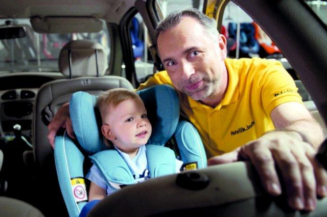 Dobór fotelika samochodowego to poważna sprawa. Teoretycznie powinien pomóc nam sprzedawca. A jak jest w praktyce?