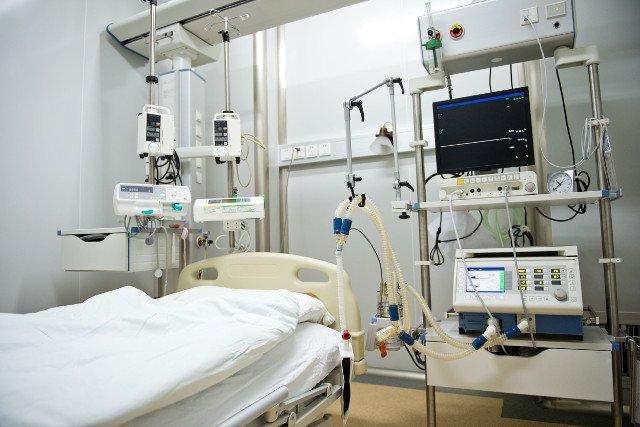 Zdjęcie ilustracyjne / Nietrzeźwy anestezjolog przygotowywał się do cesarskiego cięcia