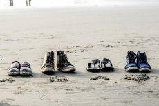 Czy japonki to dobre obuwie na wakacje? Jak japonki wpływają na nasze stopy?