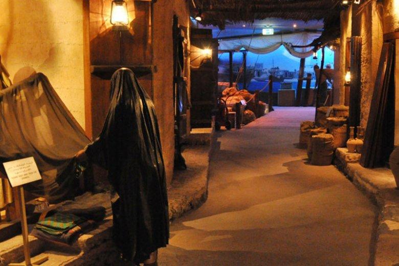 Wnętrze Muzeum Dubajskiego w dzielnicy Al Fahidi