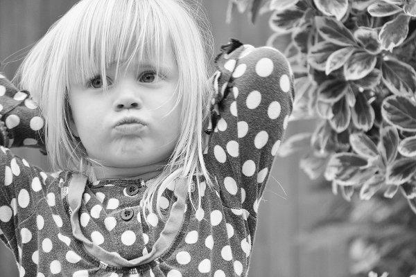 Fot. Pexels / [url=https://pixabay.com/en/girl-child-blond-pout-offended-537104/]Pezibear[/url]/[url=https://pixabay.com/en/service/terms/#usage]CC0 Public Domain[/url]