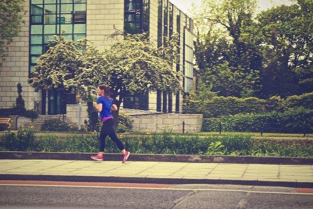 Fot. Pixabay/[url=http://pixabay.com/pl/biegacz-jogger-fitness-zdrowia-405773/]Picography[/url] / [url=http://bit.ly/CC0-PD]CC0 Public Domain[/url]