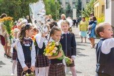 Nauczyciele z kaliskiej szkoły apelują, by nie dawać im kwiatów. Proszą o coś innego
