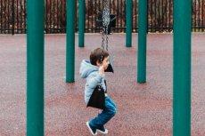 Kontakt z nieznajomym - ostrzeżenie mamy o bezpieczeństwie dzieci