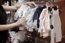Czy można pozostawiać dziecko bez opieki w sklepie?